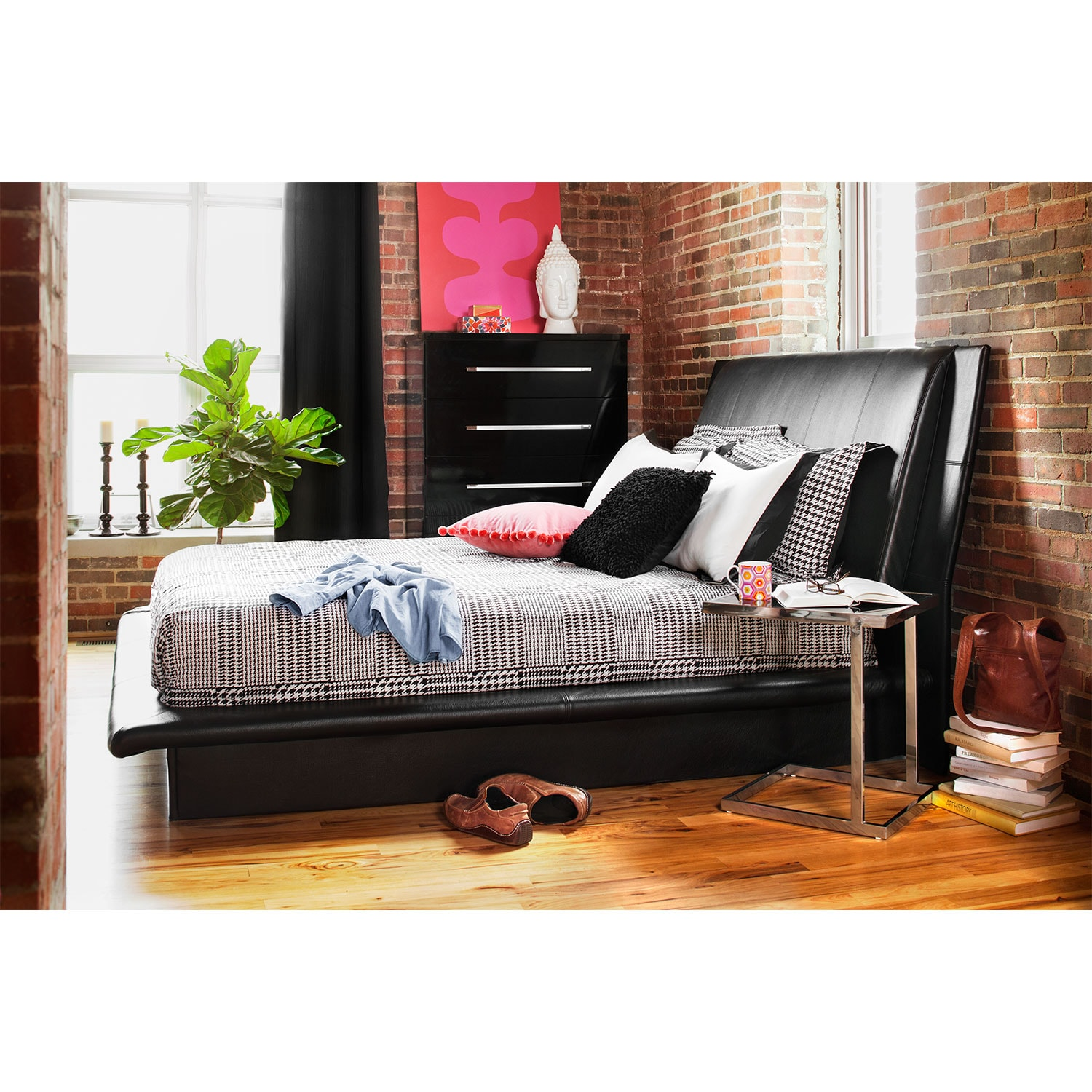 Dimora Queen Upholstered Bed Black