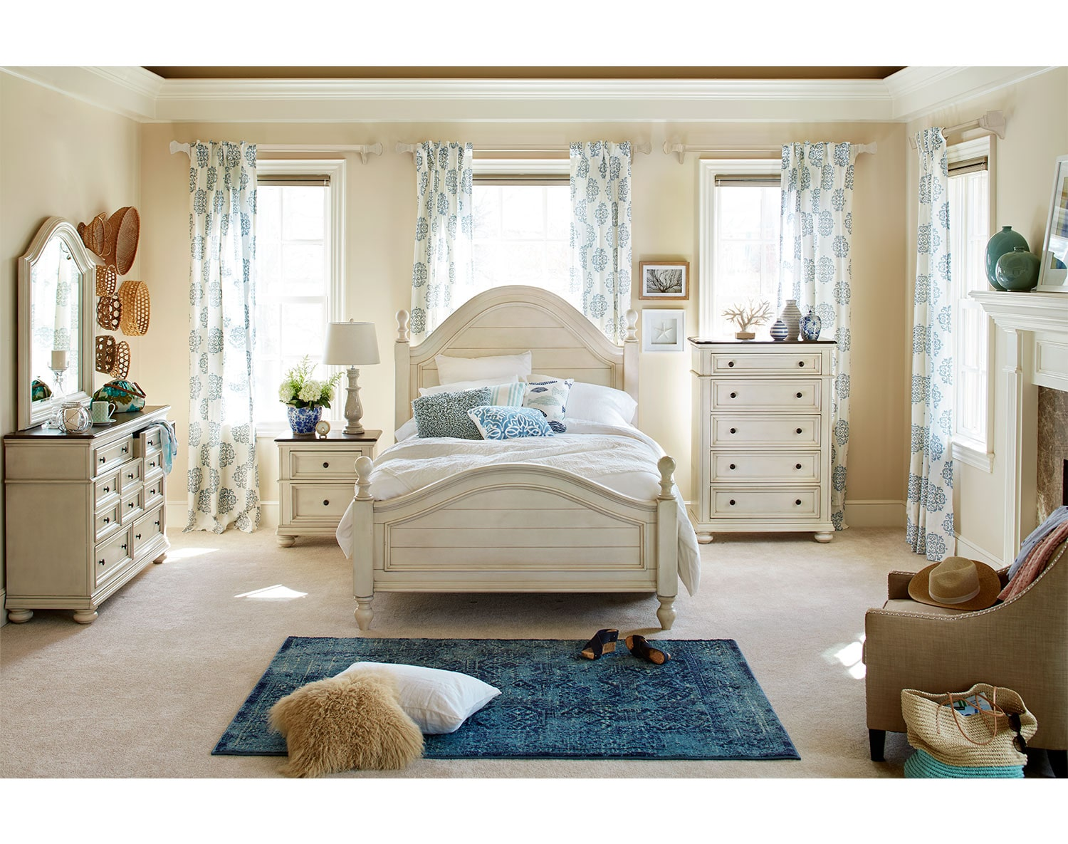 The East Hampton Collection - Antique White