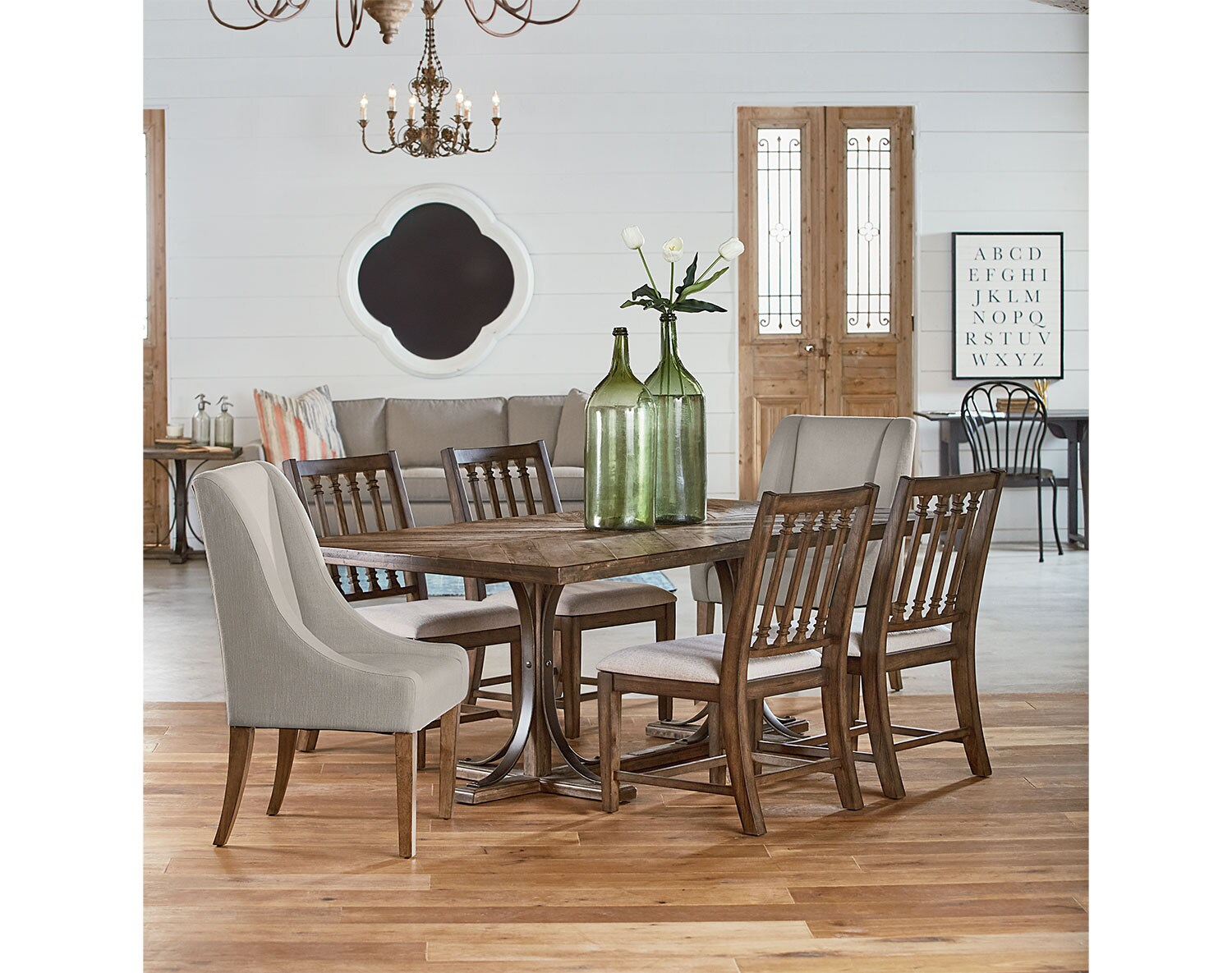 The Traditional Dining Collection