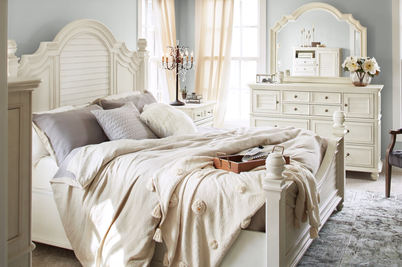 Charleston 6-Piece King Poster Bedroom Set - White | Value City ...