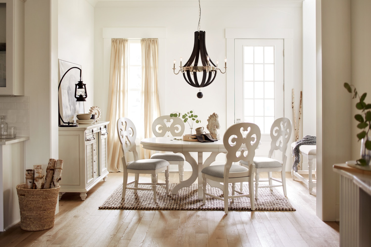 Genial The Charleston Round Dining Collection