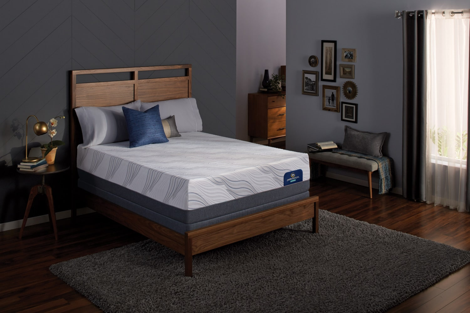 Hynes Plush Queen Mattress And Low Profile Foundation Set
