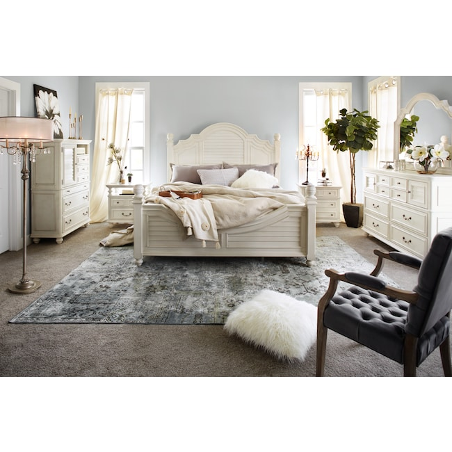 Charleston 6 Piece Poster Bedroom Set With Nightstand Dresser And Mirror Value City Furniture And Mattresses